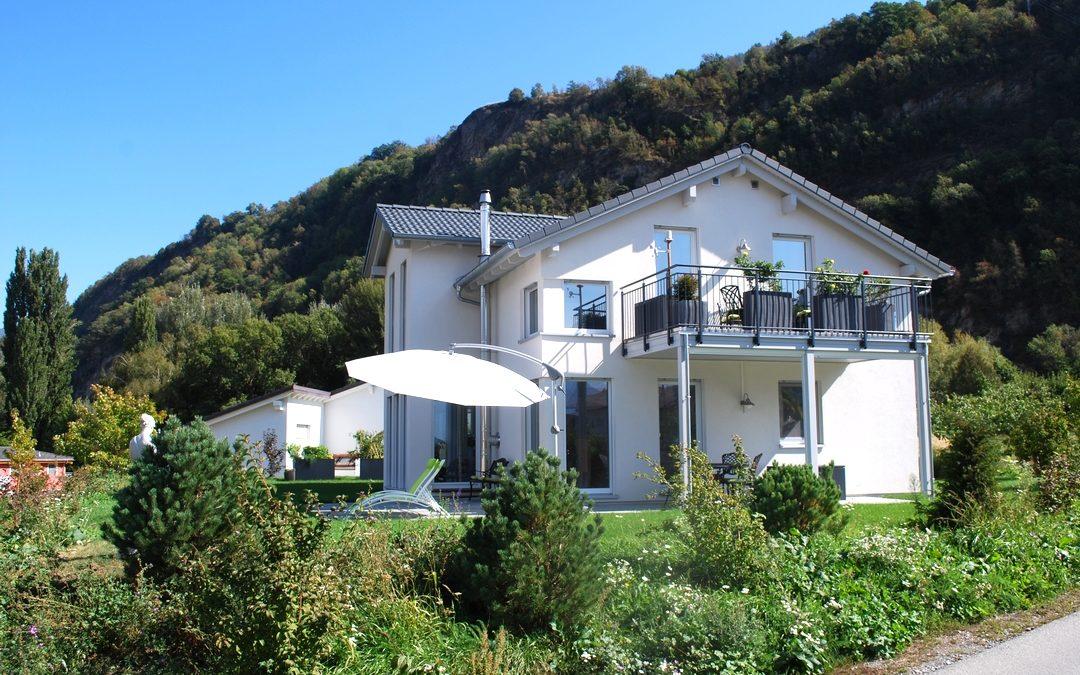 Commune de Sion – Evolution 148 avec balcon, décrochement central et lucarne, garage et pergola